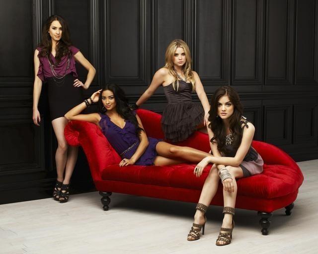 Le quattro protagoniste di Pretty Little Liars in una foto promozionale della serie