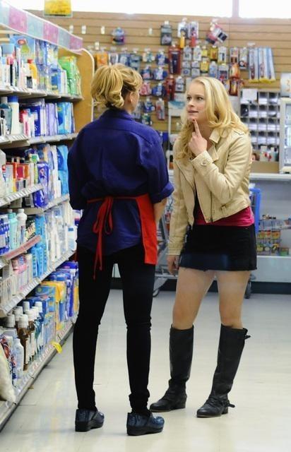 Leven Rambin e Virginia Madsen nell'episodio Mary Mary Quite Contrary della serie Scoundrels