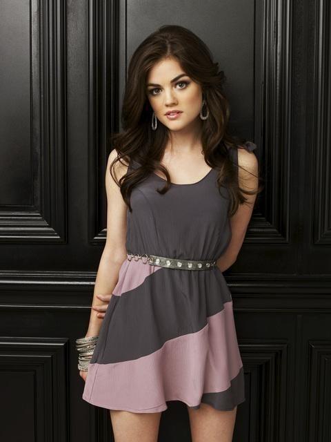 Lucy Hale è Aria Montgomery in una immagine promozionale della serie Pretty Little Liars