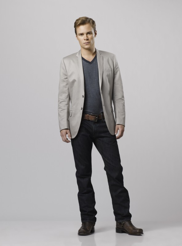 Patrick Flueger è Logan West in una immagine promozionale della serie Scoundrels