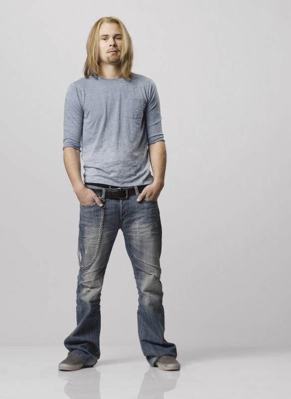 Patrick Flueger nei panni di Cal West in una immagine promozionale della serie Scoundrels