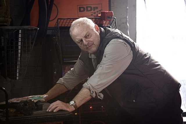 Robert Pugh in una scena dell'episodio The Hungry Earth di Doctor Who