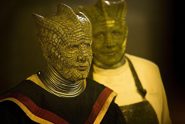 Stephen Moore e Richard Hope in una scena dell'episodio Cold Blood di Doctor Who