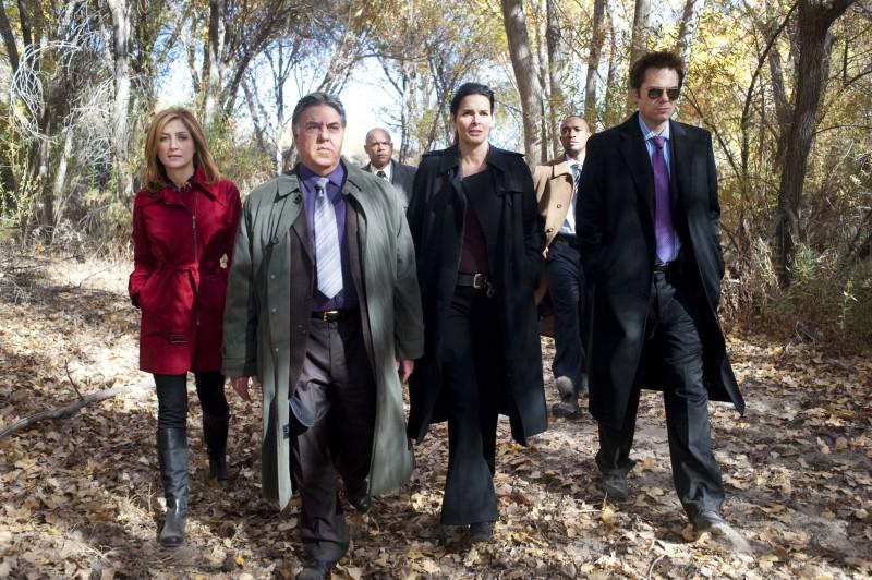 Angie Harmon, Sasha Alexander, Bruce McGill e Billy Burke in una scena della serie Rizzoli & Isles