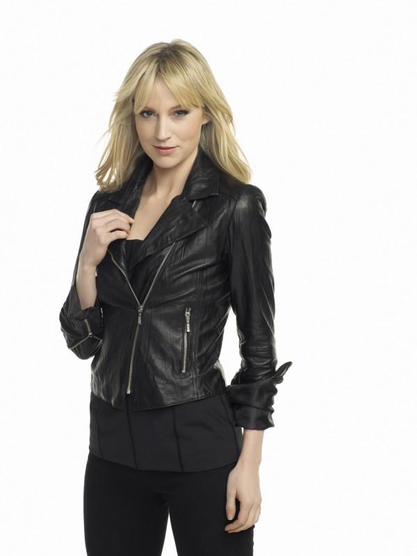 Beth Riesgraf in una foto promozionale della stagione 3 della serie Leverage