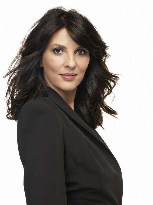 Leverage: Gina Bellman in una foto promozionale della stagione 3 della serie