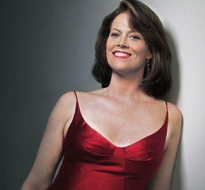 Sigourney Weaver in abito rosso