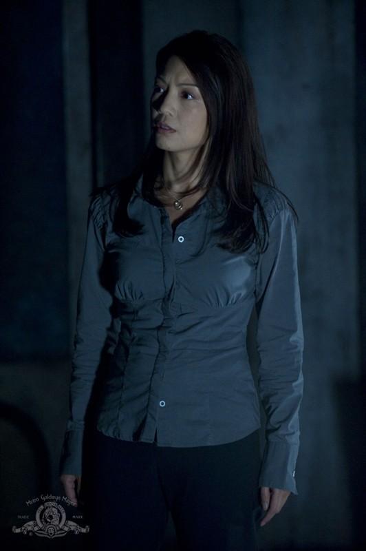 Camille (Ming-Na) in una sequenza dell'episodio Subversion di Stargate Universe