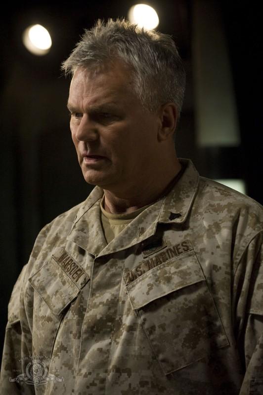 Il Generale Jack O'Neill (Richard Dean Anderson) nell'episodio Subversion di Stargate Universe