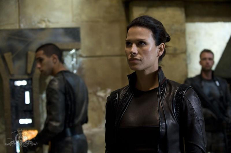 Kiva (guest-star Rhona Mitra) a capo della Lucian Alliance nell'episodio Subversion di Stargate Universe