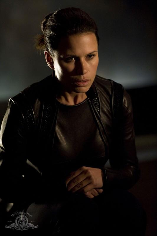 Kiva (guest-star Rhona Mitra) nell'episodio Subversion di Stargate Universe