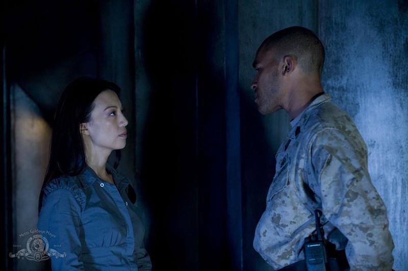 Ming-Na difronte a Jamil Walker Smith nell'episodio Subversion di Stargate Universe
