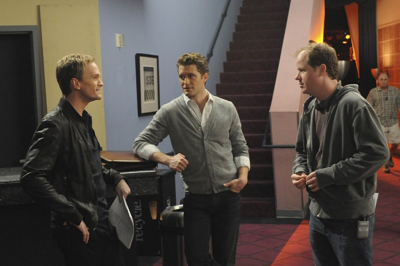 Neil Patrick Harris, Matthew Morrison e il regista Joss Whedon sul set dell'episodio Dream On di Glee