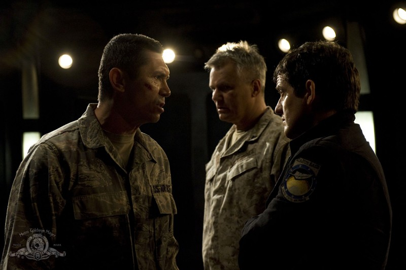 Una tesa sequenza dell'episodio Subversion di Stargate Universe con Lou Diamond Phillips, R.D. Anderson e Justin Louis