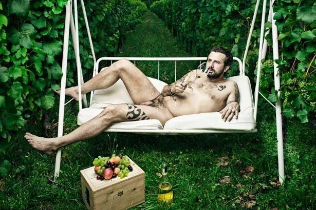 Il nudo integrale di Omar Pedrini sul magazine Rolling Stone.