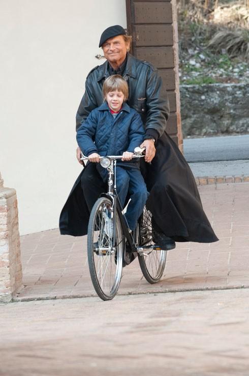 Andrea Pittorino e Terence Hill sul set della serie televisiva Don Matteo 7