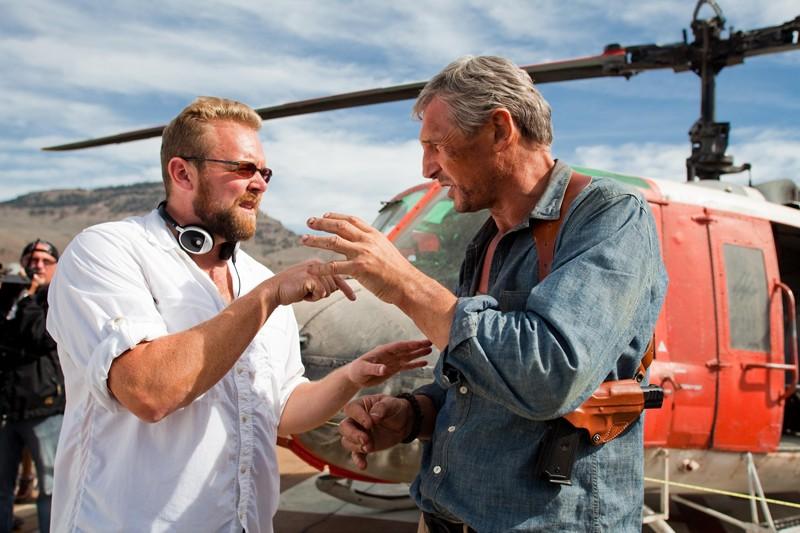 Il regista Joe Carnahan e Liam Neeson sul set del film The A-Team