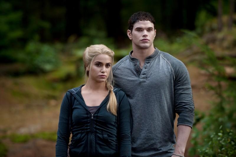La coppia Rosalie (Nikki Reed), Emmett (Kellan Lutz) nel film The Twilight Saga: Eclipse