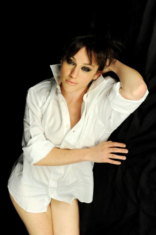Maria Chiara Augenti in un sensuale ritratto di Fabrizio Di Blasio