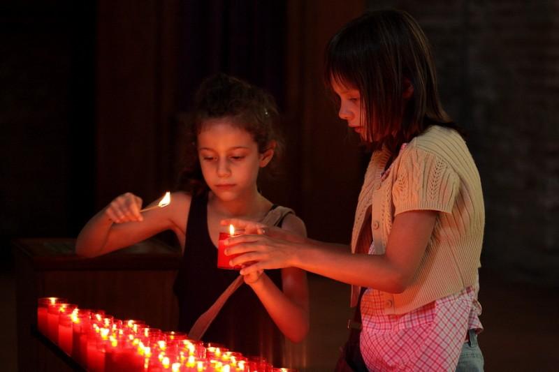 Alice Gautier e Manelle Driss in una scena del film Le père de mes enfants (2009)
