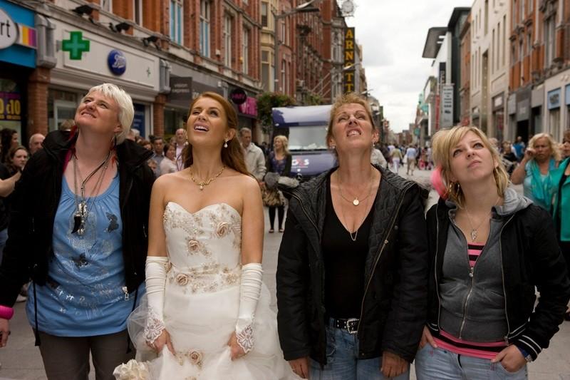 Jade Yourell in una scena della commedia Indovina chi sposa Sally