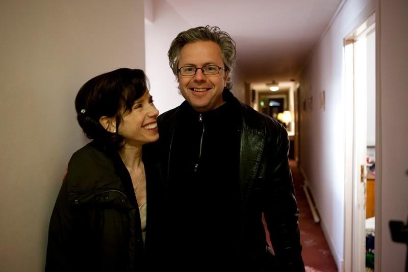 Sally Hawkins e il regista Stephen Burkesul set della commedia Indovina chi sposa Sally