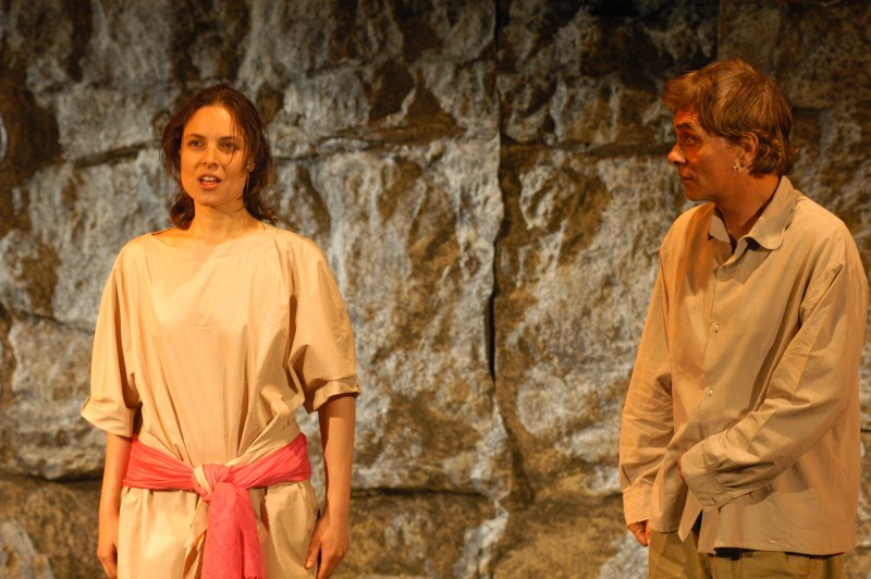 Taormina, Teatro Greco: Antonio Orfanò con Lorenza Caroleo in una scena di Upupa My Dream is My Rebel King regia di Antonio Orfanò