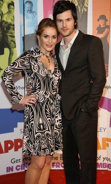 Tom Riley e Jade Yourell alla presentazione della commedia Indovina chi sposa Sally