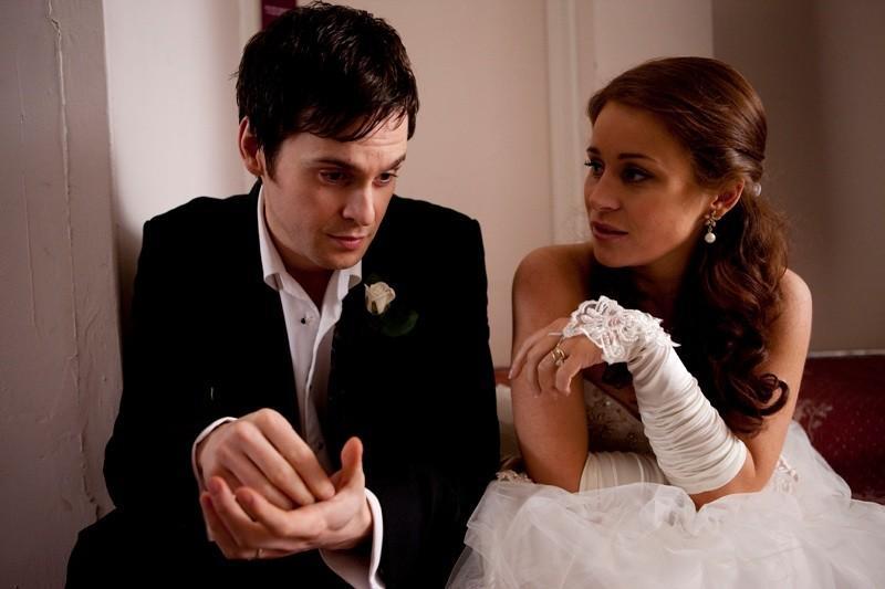 Tom Riley e Jade Yourell in un'immagine del film Indovina chi sposa Sally