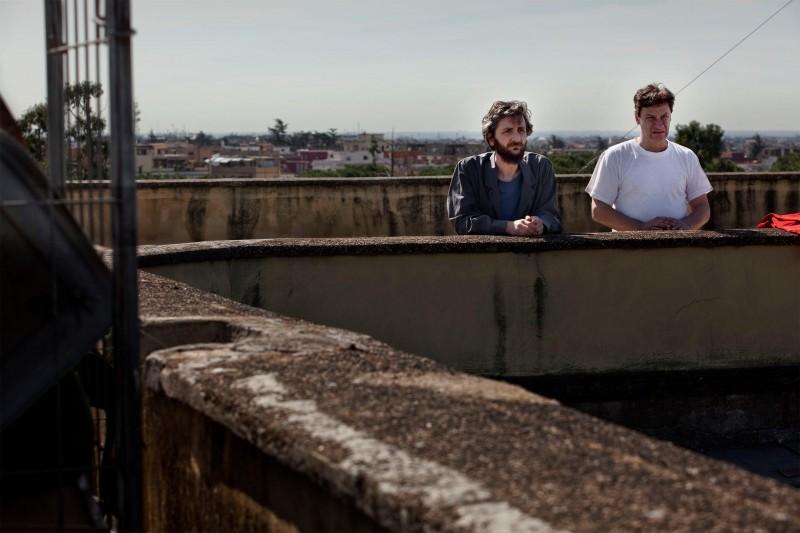 Ascanio Celestini e Giorgio Tirabassi in un'immagine del film La pecora nera