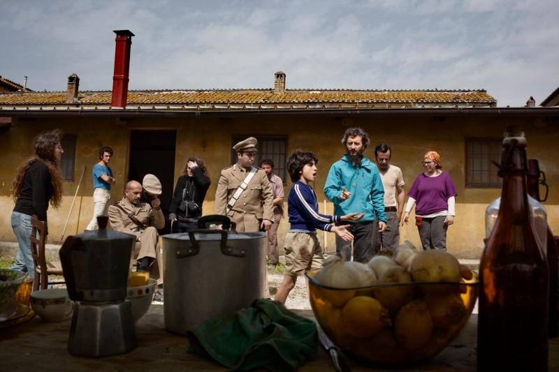Ascanio Celestini sul set del suo film La pecora nera