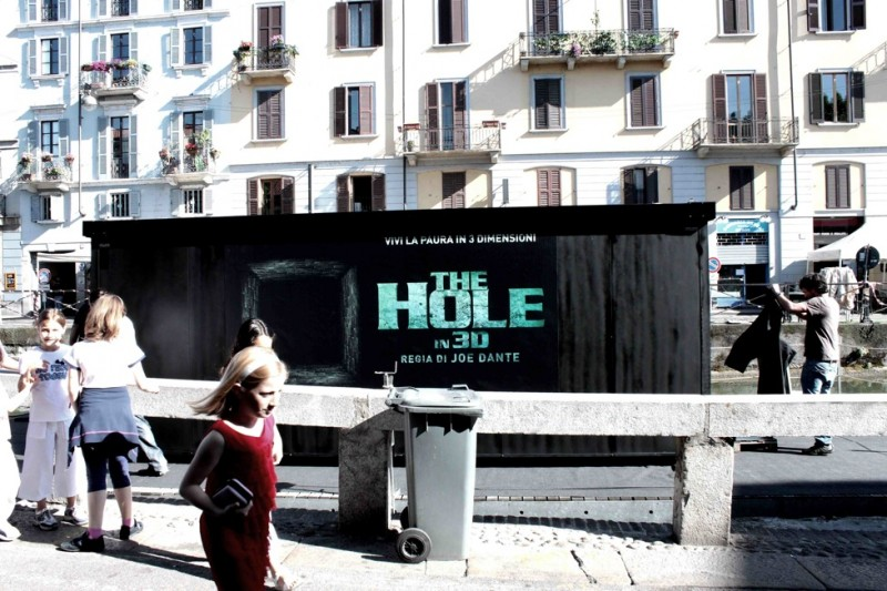 Il container posizionato dai creativi a Milano per la campagna marketing di The Hole in 3D