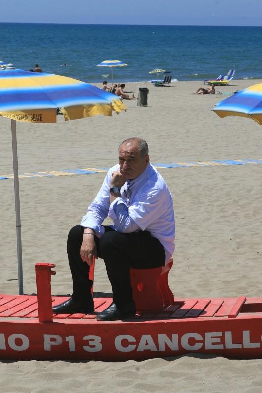 Vincenzo Cerami sul set di Tutti al mare
