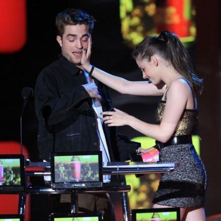 MTV Movie Awards: Kristen Stewart scherza con Robert Pattinson