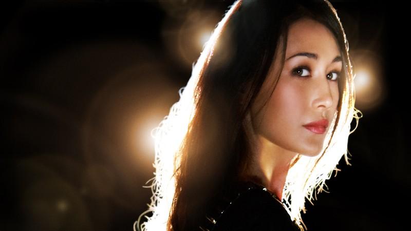 Maggie Q in una foto promozionale per la nuova serie CW: Nikita