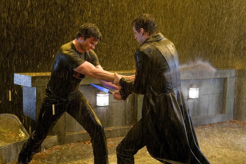 Tom Welling e Callum Blue durante lo scontro nell'episodio Salvation di Smallville