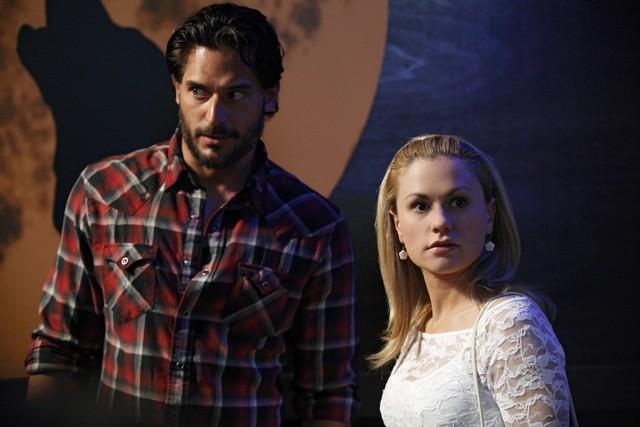 Anna Paquin e Joe Manganiello in una scena della stagione 3 di True Blood