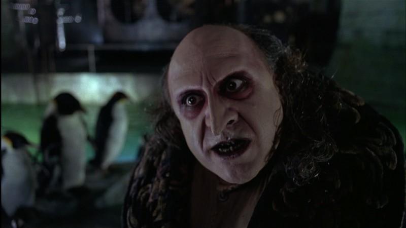 Danny DeVito è il temibile Pinguino in una scena del film Batman - il ritorno
