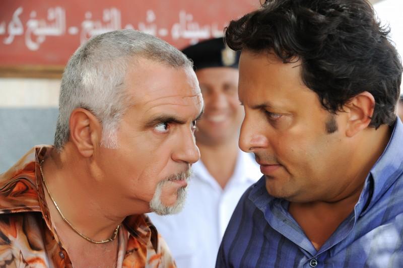 Giorgio Panariello ed Enrico Brignano in un'immagine della commedia Sharm El Sheikh - Un'estate indimenticabile