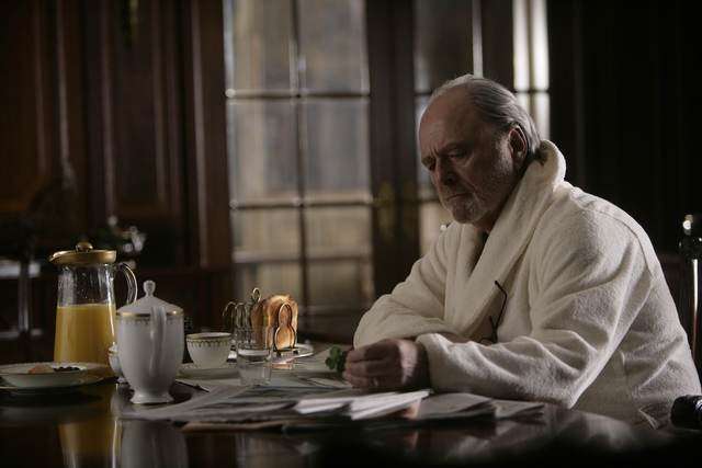 Harris Yulin in una scena di Rubicon
