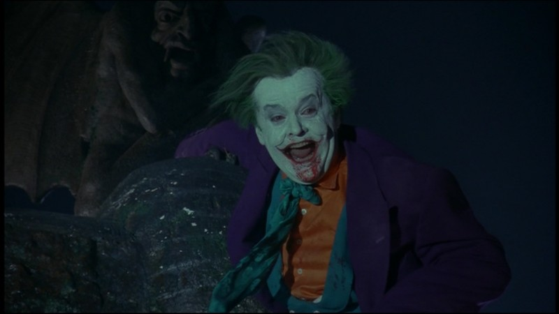 Jack Nicholson sanguinante in una scena del film Batman di Tim Burton