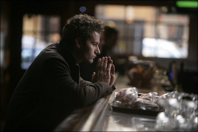 James Badge Dale in una scena della serie Rubicon