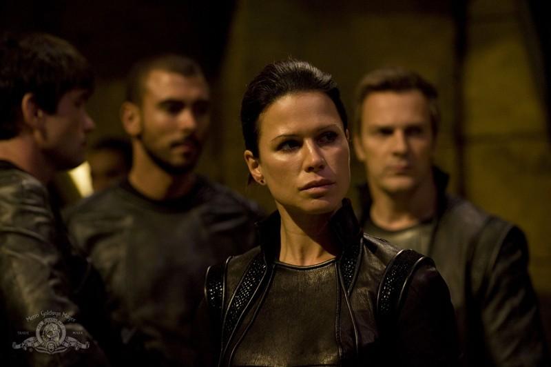 Kiva (guest-star Rhona Mitra) e la sua squadra nell'episodio Incursion: Part 1 di Stargate Universe