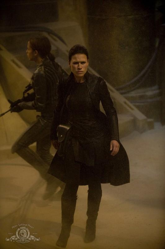 La spietata Kiva (guest-star Rhona Mitra) nell'episodio Incursion: Part 1 di Stargate Universe