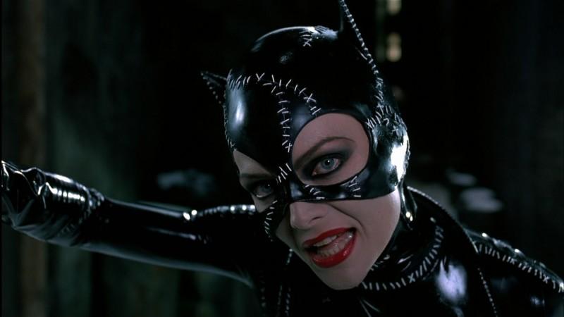 Michelle Pfeiffer è la sexy Catwoman in una scena del film Batman - il ritorno di Burton