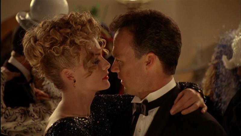 Michelle Pfeiffer e Michael Keaton in una scena del film Batman - il ritorno (1992)