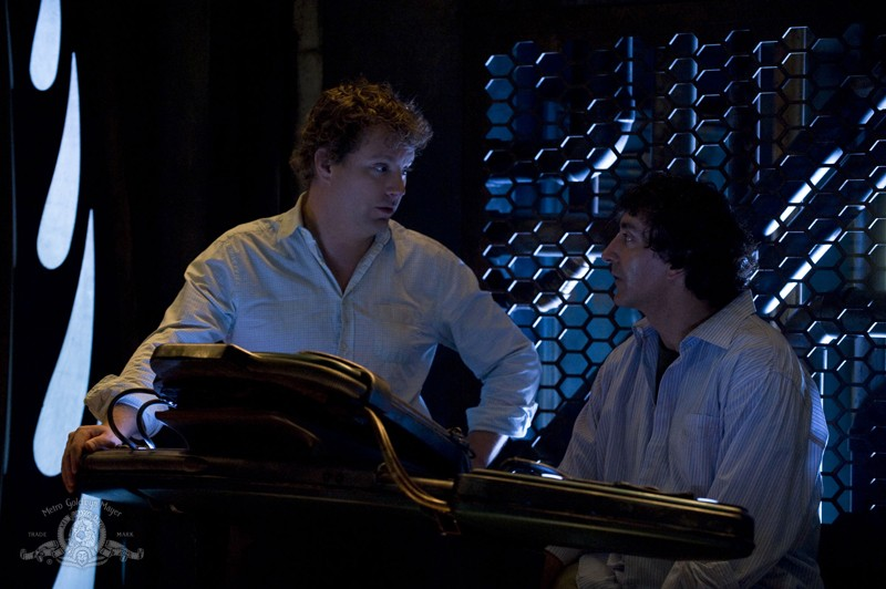 Patrick Gilmore e Peter Kelamis in una scena dell'episodio Incursion: Part 1 di Stargate Universe