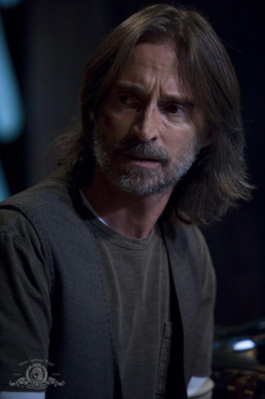 Rush (Robert Carlyle) in un momento nell'episodio Incursion: Part 2 di Stargate Universe