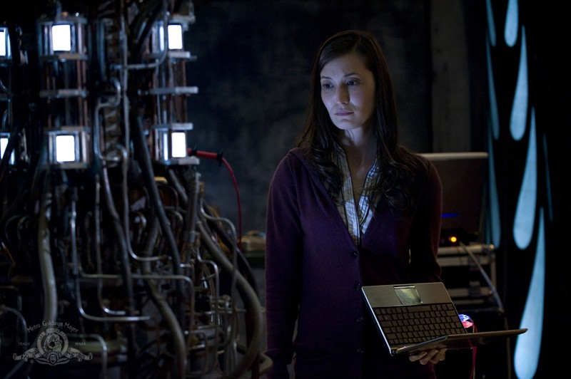 Una scena dell'episodio Incursion: Part 2 di Stargate Universe con Lisa Park (Jennifer Spence)