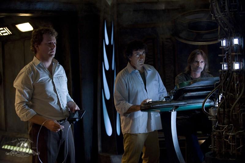 Volker (Patrick Gilmore), Brody (Peter Kelamis) e Rush (Robert Carlyle) nell'episodio Incursion: Part 2 di Stargate Universe